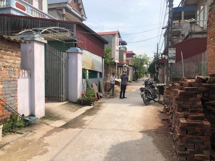 Bán 50m2 đất lô sau mặt vỏ làng thôn Đường yên, ngõ ô tô thông giá 675
