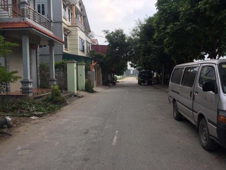 Tôi bán 100m2 đường to sát bìa làng giá cực rẻ chỉ 18tr/m2