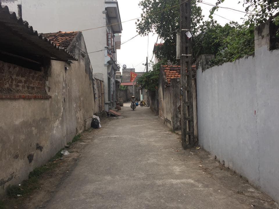 Bán gấp 60m2 thôn Cổ Dương,mặt ngoài làng đường rộng vị trí đẹp,ae nhanh tay để nhận giá đầu tư!